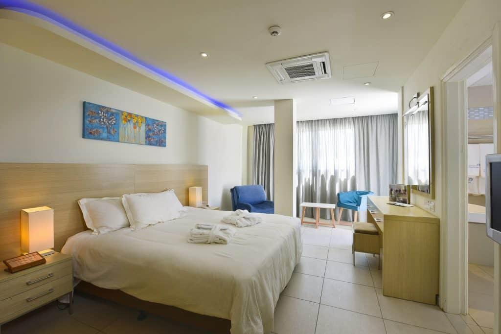 IV Superior Room with Swim up Pool 3